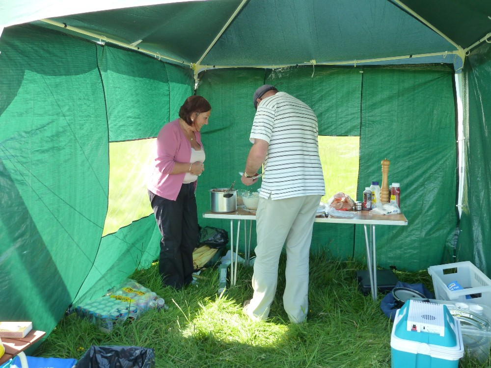 BBQ13_2011 Goeff Having Second Helping